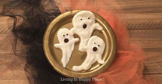 Healthy Halloween Snack for Kids- Yogurt Ghosts