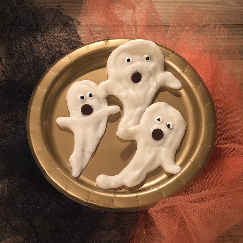 Healthy Halloween snack- yogurt ghosts