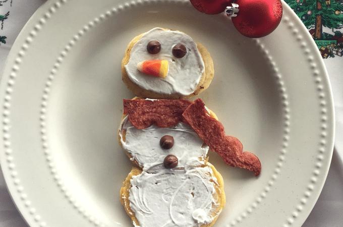 Snowman Pancakes Christmas breakfast idea! Easy, fun holiday breakfast for kids
